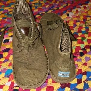 Super sweet TOMS booties/boots.Canvas.Olive green.